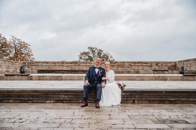 Hochzeitsfoto-Treppenstufen-Brautpaar-la