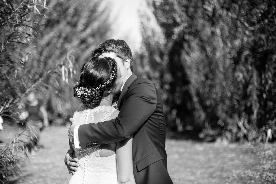 Umarmung   Brautpaar   Hochzeit