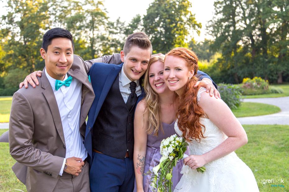 Brautpaar | Trauzeugen | Umarmug