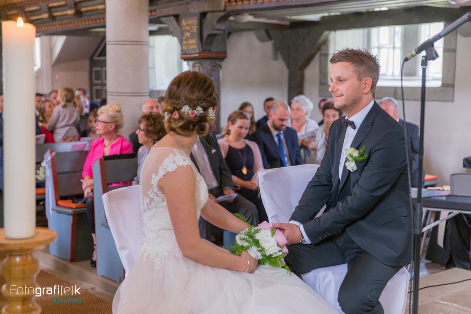 Kirche | Brautpaar | Trauung | Hochzeitsfotografin