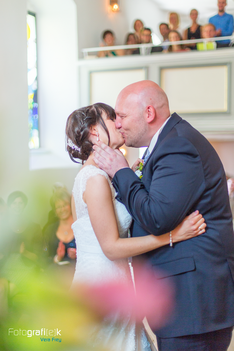 Hochzeitskuss | Kirche | Lohfelden