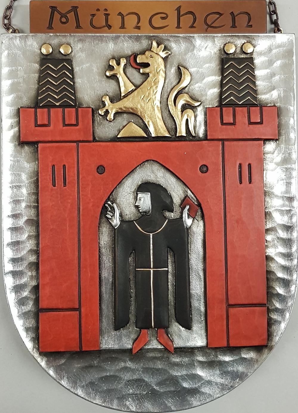 Wappen der Landeshauptstadt München, handgeschnitzt und handbemalt
