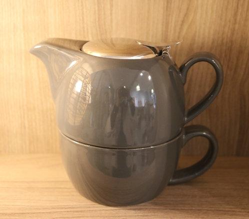 Théière avec tasse grise