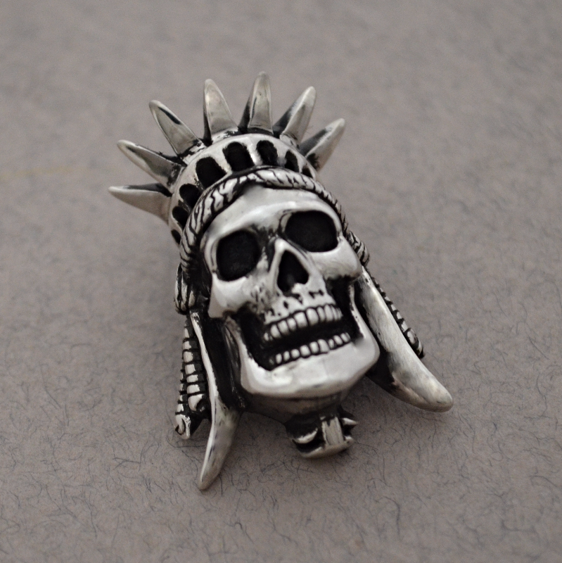 Liberty skull pendant The Wildness Jewellery