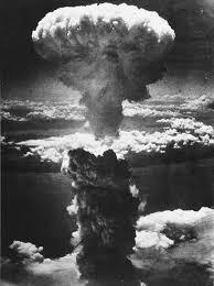 Explosão da bomba atômica Little Boy, lançada sobre a cidade de Hiroshima, em 6 de agosto de 1945.