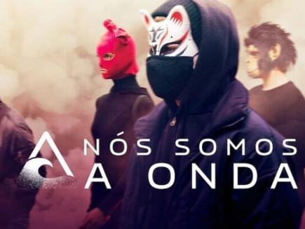 A série Nós Somos A Onda e a luta contra o sistema.