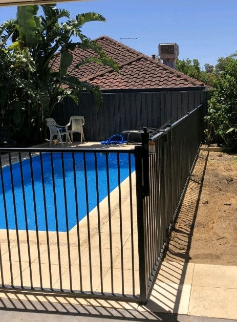Tubular Pool Fencing