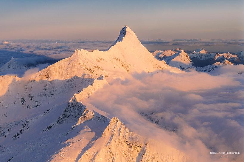 mount-aspiring-wanaka-sunrise-homepage.j