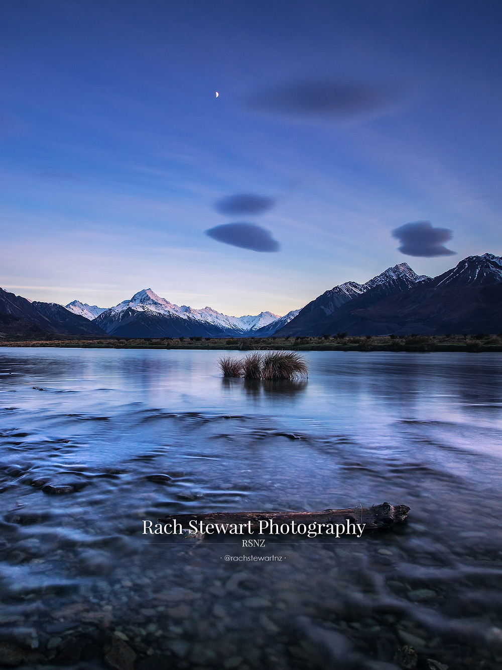 Mount Cook and the Pukaki river bank