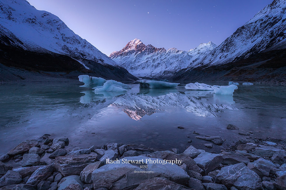 Hooker lake Mount Cook twilight reflection