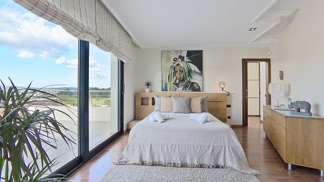 Room 2.1.jpg