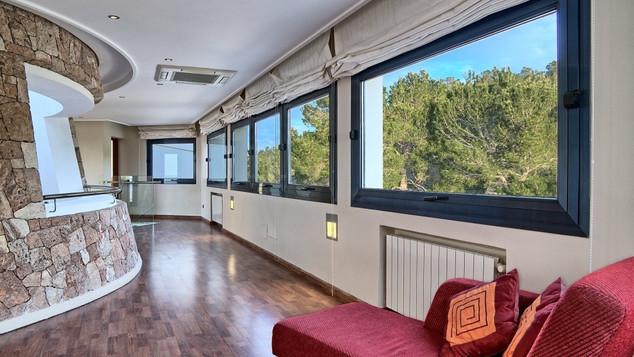 Room 2.5 corridor .jpeg