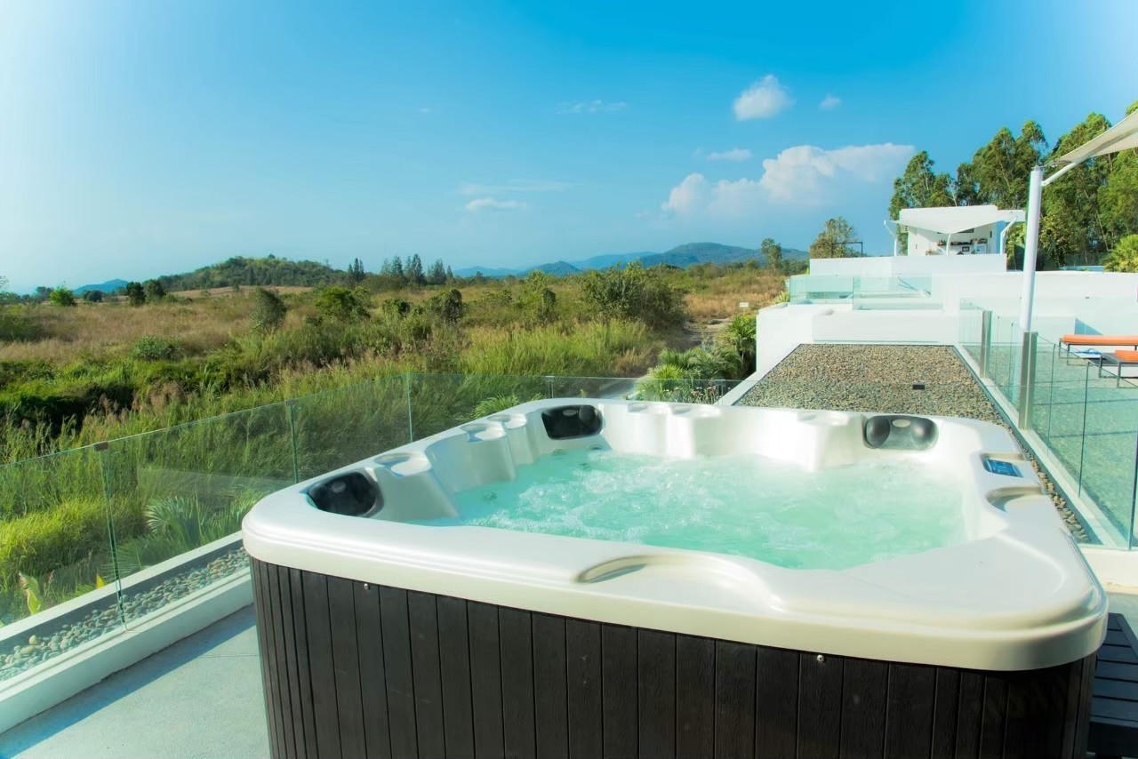 3 bedroom pool villa jacuzzi_201026_8.jp