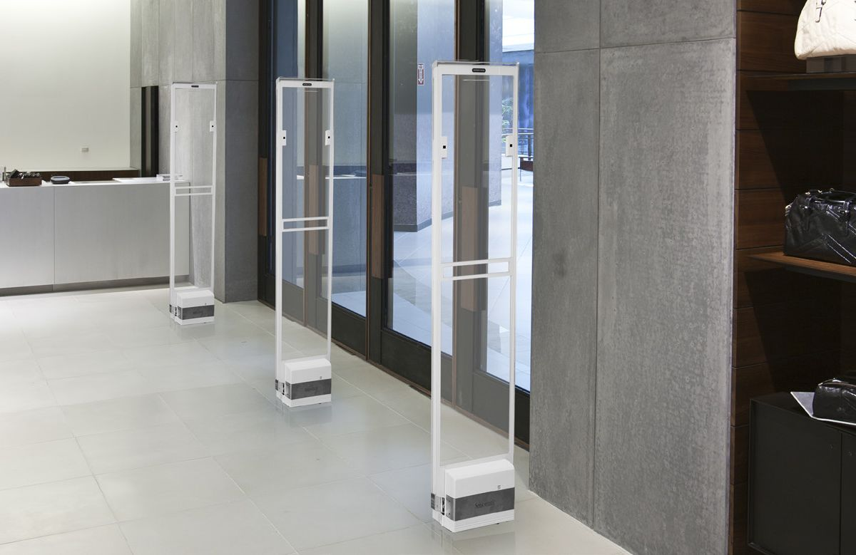 Sensormatic Synergy 1190 Acrylic - современное решение пришедшее на смену Sensormatic Ultra Exit Acrylic. Производится в белом, черном цвете.