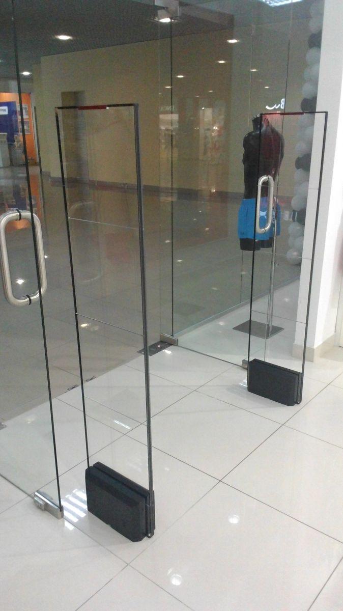 Многие магазины предпочитают именно черный цвет в дизайне противокражных антенн. Такие решения защиты входной группы выглядят строго, лаконично, стильно.