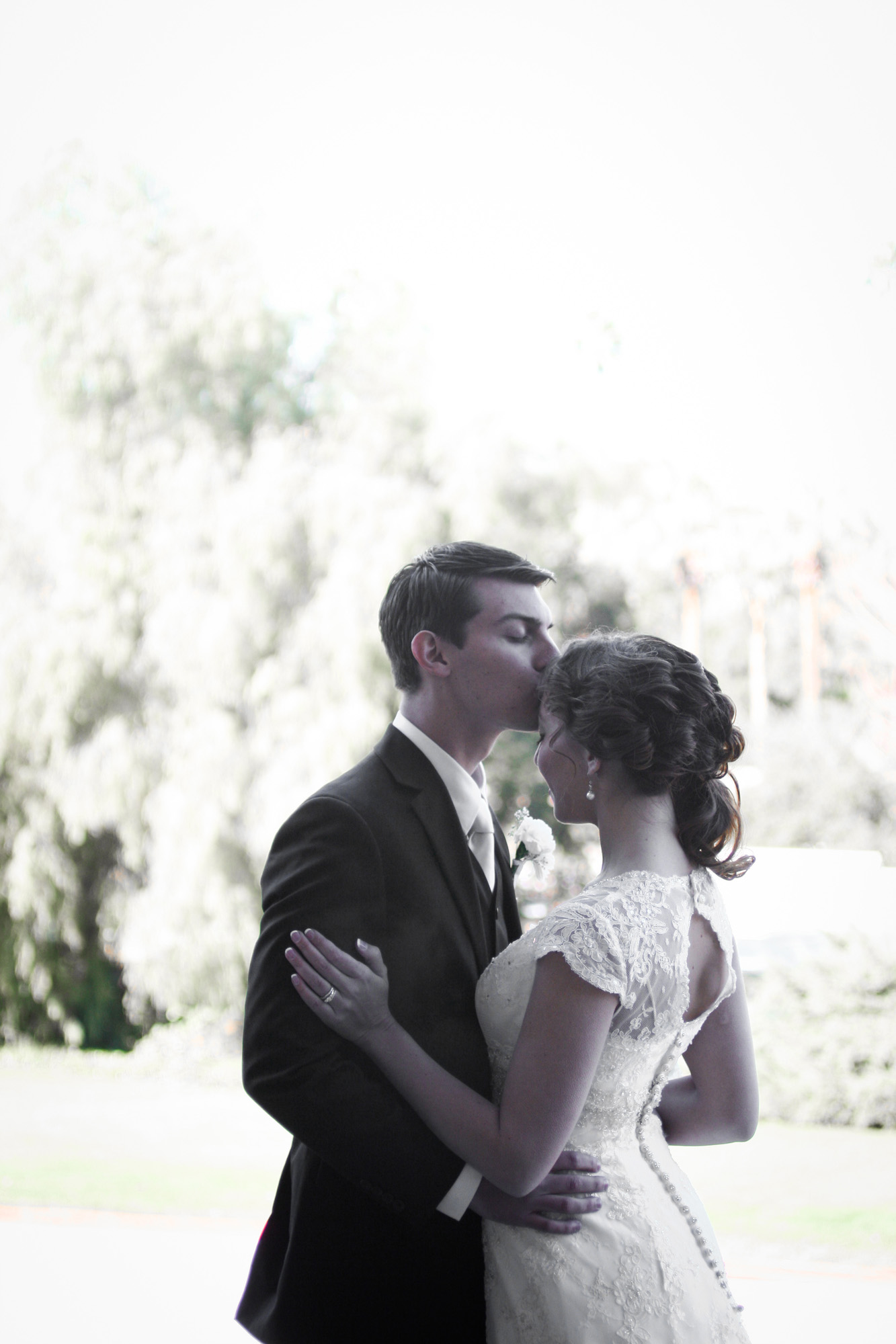 forehead kiss bride and groom