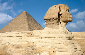 Side-view-Sphinx-Great-Pyramid-of-Khufu.