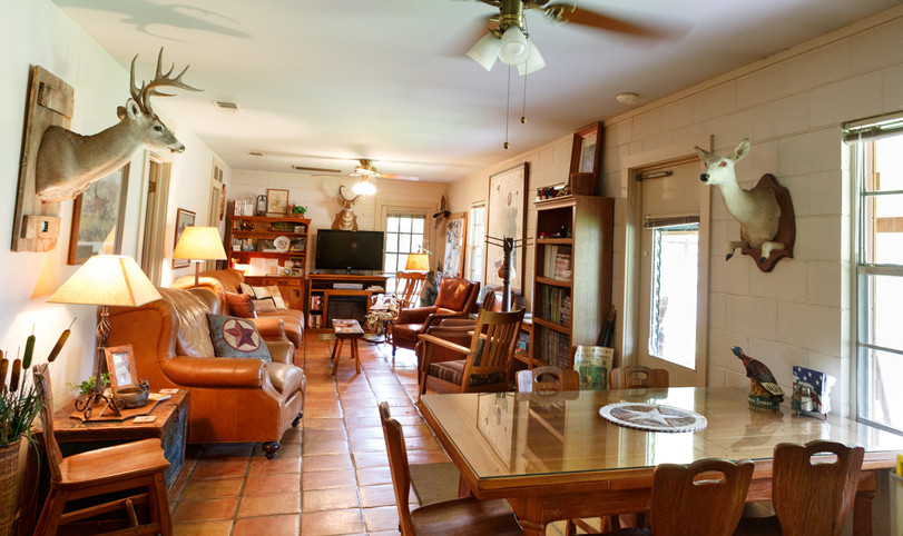 Living area accommodations at Pecan Creek lodge for Century Ranch hunters