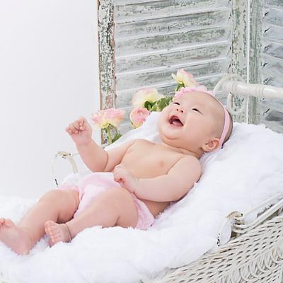YUJU 100 days Baby family