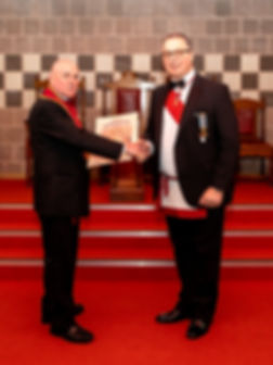 Excellent King, E.Comp. John McIlwaine presents the Past Excellent King, E.Comp. Ian Eachus with his Past Kings Certificate.