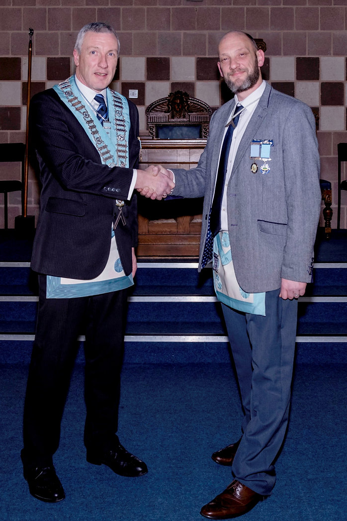 W.Bro. John Gibson welcomes his visitor, W.Bro. Dean Reid, Worshipful Master of Bangor Union 746 to Abbey 180