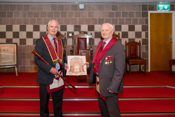 E.Comp. Bobby Spiers presents E. Comp. Gary Spiers with his Past Excellent Kings Certificate.