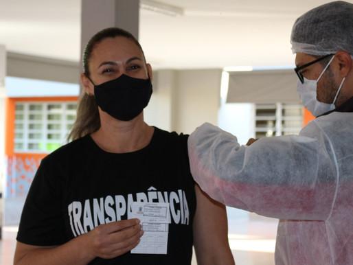 Cascavel inicia a segunda dose da vacina para os profissionais da Educação