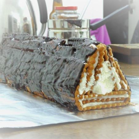עוגת ביסקויטים משולשת