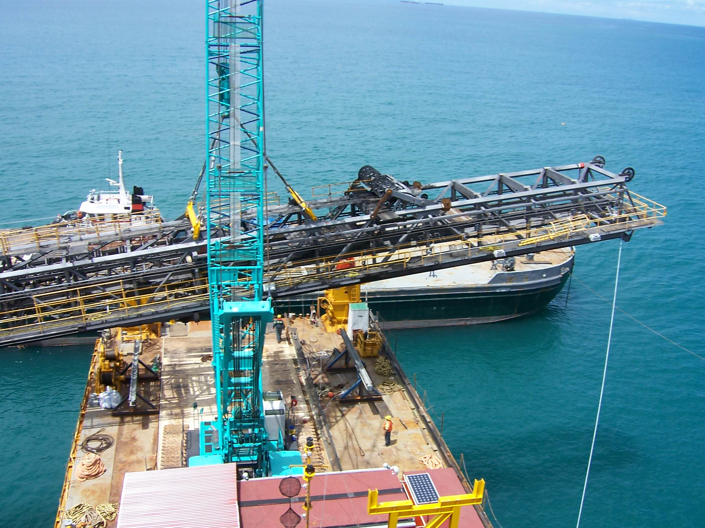 SL1 Boom carried to Bowen barge