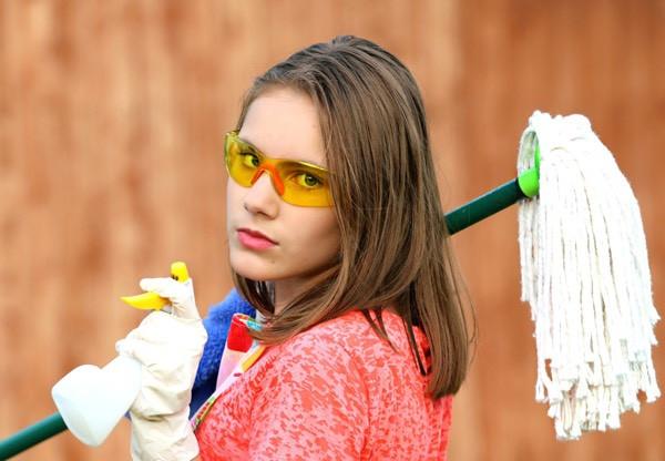 Hvis du vasker gulv efter en myrebehandling, slipper du ikke for myrer