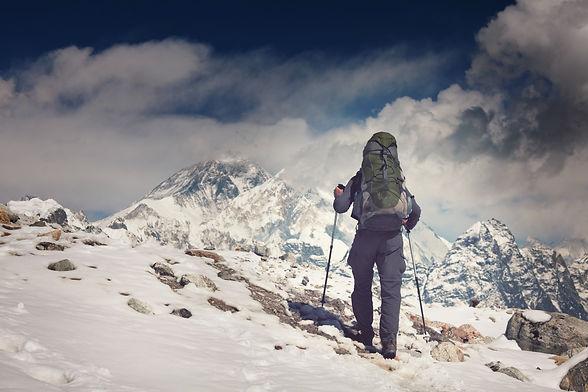 hike-in-nepal-8PMLGQ5.jpg