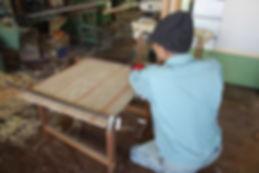 建具を製作する社員