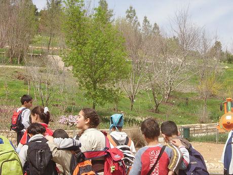 Arab schoolchildren visiting JBG.JPG