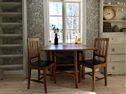Vardagsrum med stolar