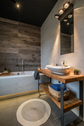 Bathroom  (3).jpg