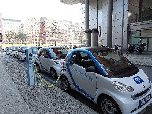 electric-car-674862_edited.jpg