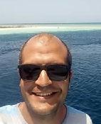 Mohamed Mohamed Rezk sfondo mare.jpg