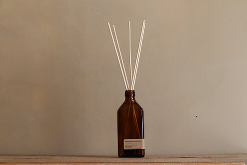 FRANKINCENSE + PATCHOULI - REED DIFFUSER 250 ML