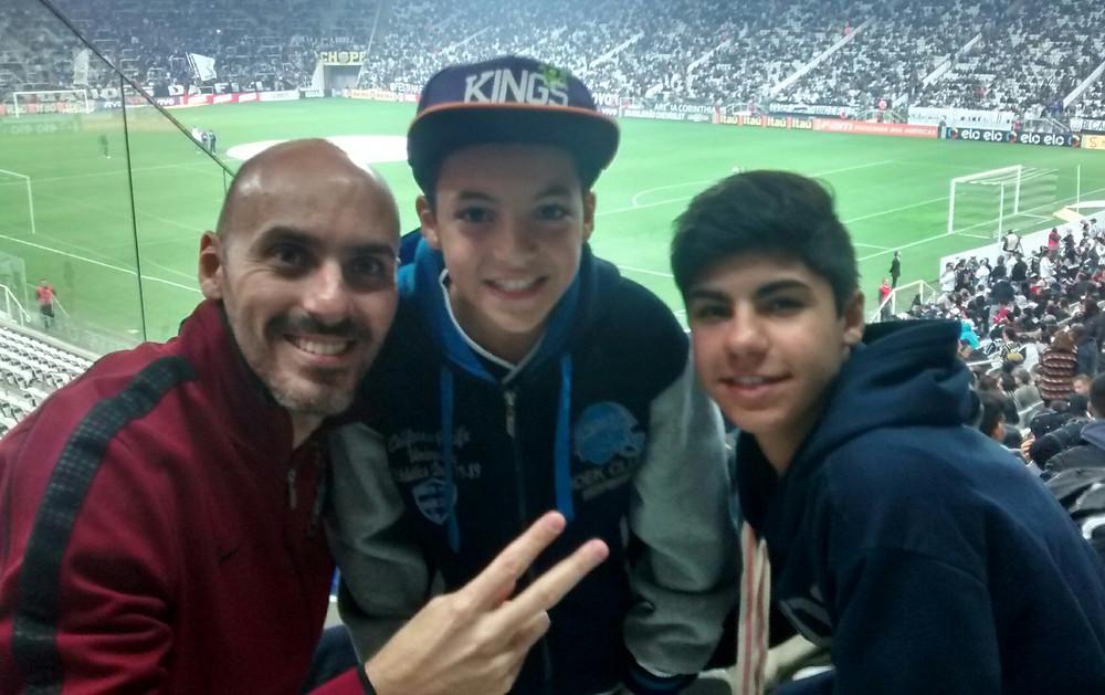 Paulo com os filhos André e Bruno: amizade sem perder limites [Crédito: Arquivo Pessoal]