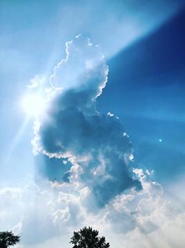 Met deze foto wil ik mensen aanmoedigen om vanuit een andere hoek meer naar de omgeving te kijken. Ik zag het figuur van een paard in de wolken. (Ilia Ivanov)