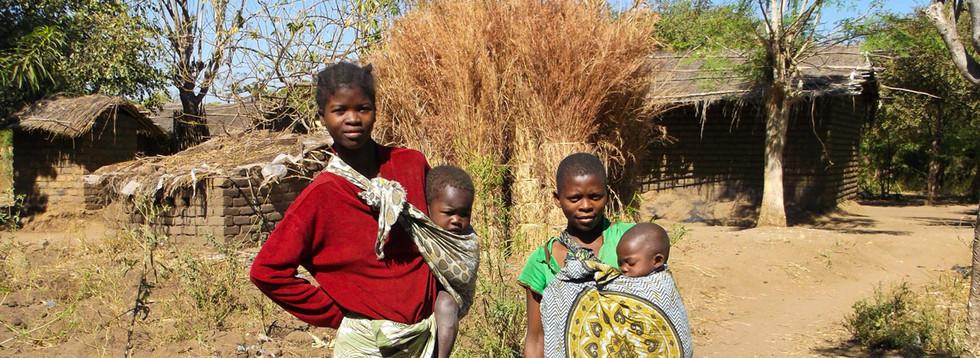 Deze vrouwen kreeg al heel jong kinderen. Ik heb ze overtuigd om terug naar school te gaan en aan zwangerschapspreventie te doen.