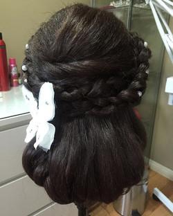 #yyc #yyclife #hair #hairstyle #hairupdo #hairstyles #hair #rainkisbeauty #rainkismakeup #rainki #up