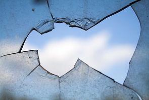 broken-window-900px-2.jpg