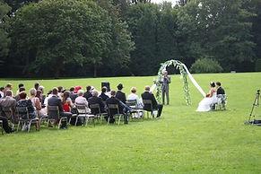 cérémonie laique en extérieur dans un parc