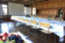 Schwyzestube als Seminarraum mit Beamer und Flipcharts