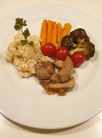 Gitzi mit Risotto und Gemüse