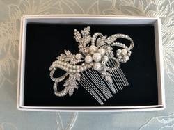 Downton vintage style pearl clip