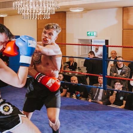 Boxing-at-the-park-inn-426.jpg