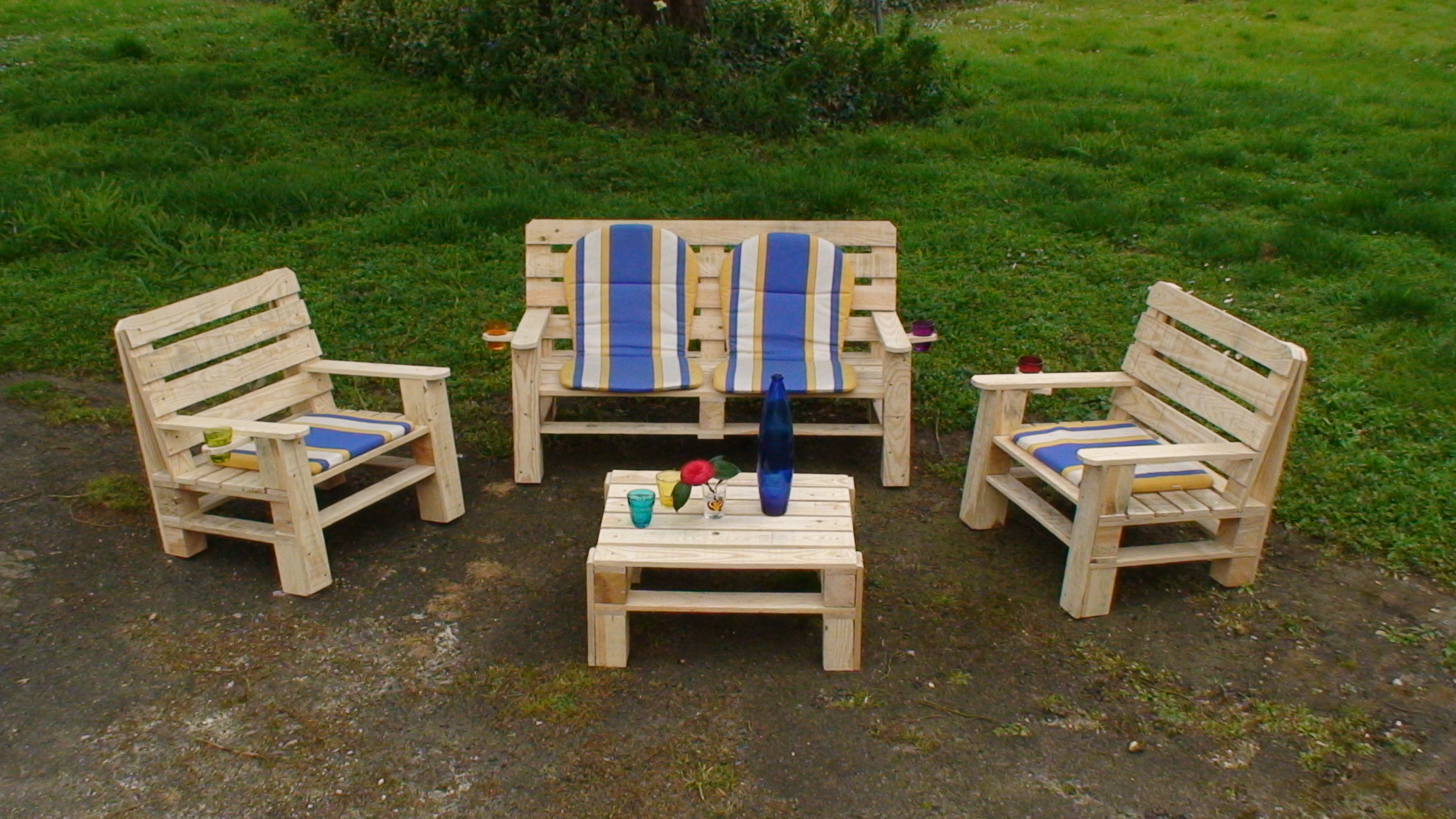 last tweets about mobilier de jardin en palette. Black Bedroom Furniture Sets. Home Design Ideas