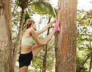 Ormanı'nda Esneme Kız